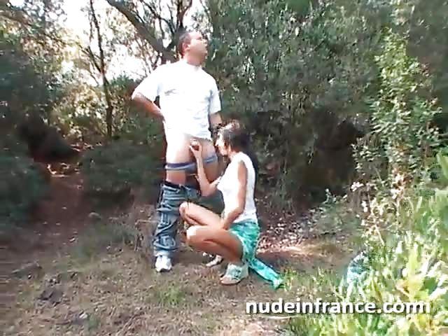 Il La Baise Dans Les Bois