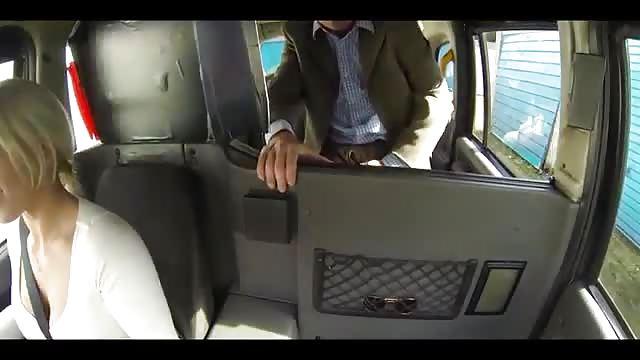 Due Uomini Se La Scopano In Un Taxi Prendiporno Tv