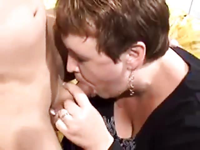 Sarah fucks herself