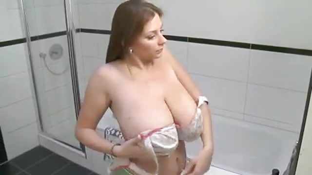 Huge Tits Milf Washes Nude On Bathroom - Pornjamcom-4588