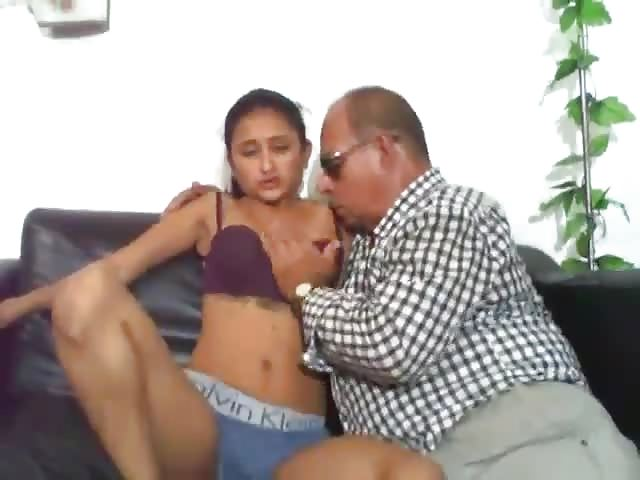 stary facet nastolatek porno lesbijki uwodzą prostą dziewczynę
