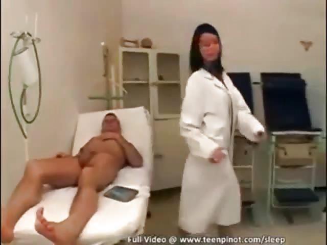 Ärztin gefickt