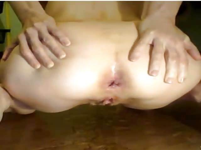 Fat girl fisting herself and squirting