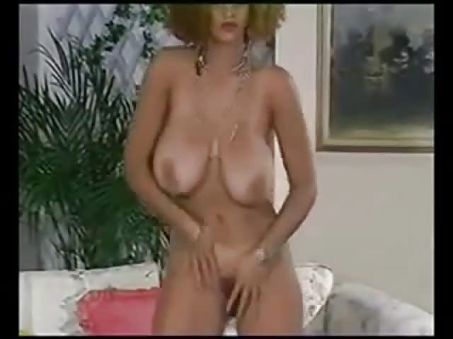 A primer huge saggy bouncing tits 7