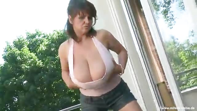 Shemale exposes her gazoo for stunning anal hammering