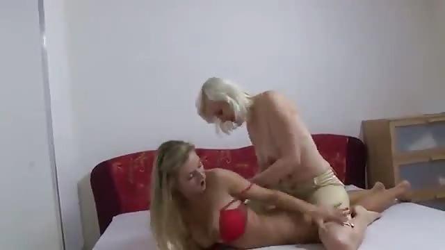 vieille masturbation lesbian ciseau