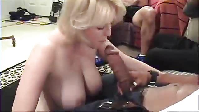 Międzyrasowe filmy porno gangbang