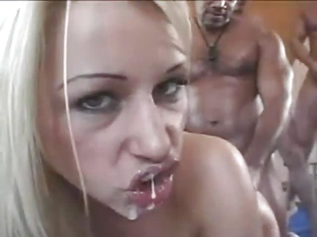 sexo anal escort semen en las tetas