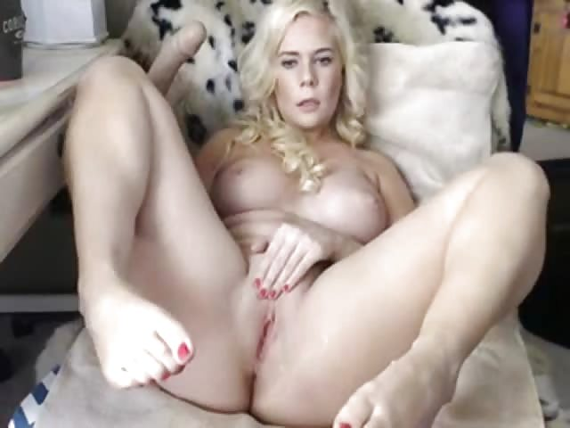 Blonde dildo cumming