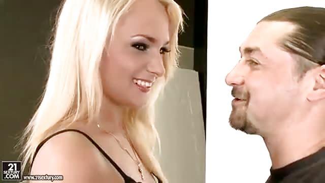 Порно двойное русское проникновение в блондинку в колготках оральный сперма