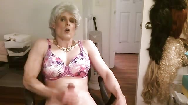 Hot asian chick masturbating in mercedes benz - 1 10