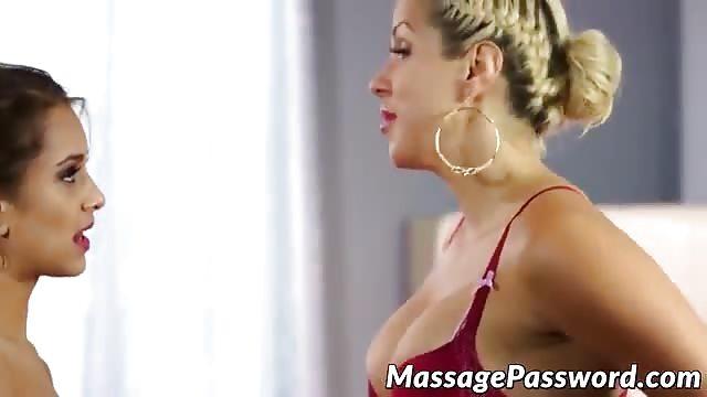 Lesbianin fuckd orgee clit