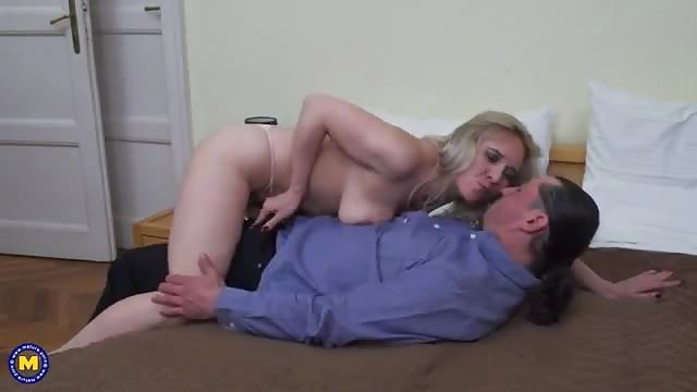 Stretched out milf pussy turns