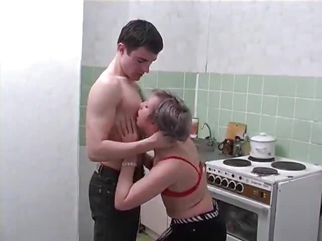 In küche der fickt oma richtig