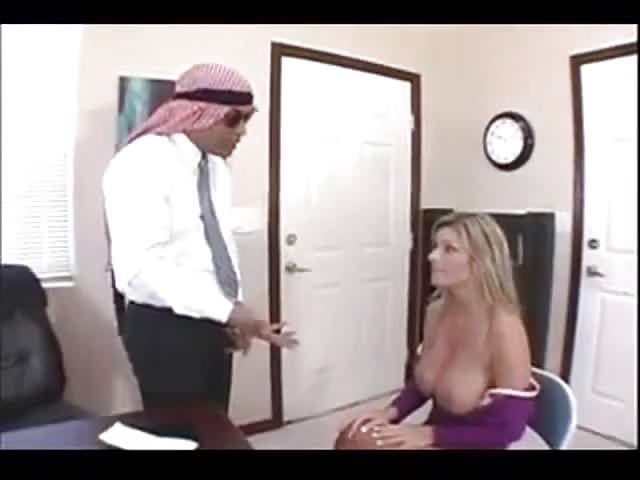 Arab Boss Bangs His Hot Blonde Secretary - Pornjamcom-2907