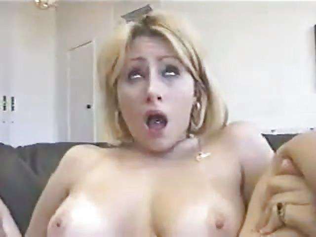Blondine geneukt in de kont