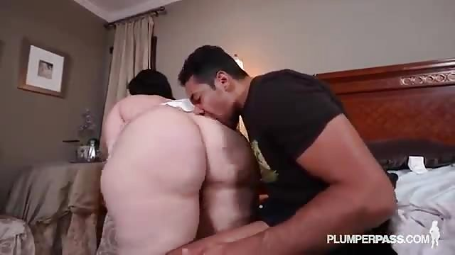 SYLVIA: Naked mature squirt party