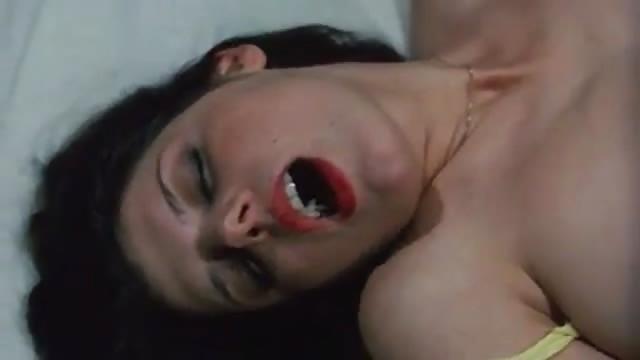 baiser par un cambrioleur mamie est une salope